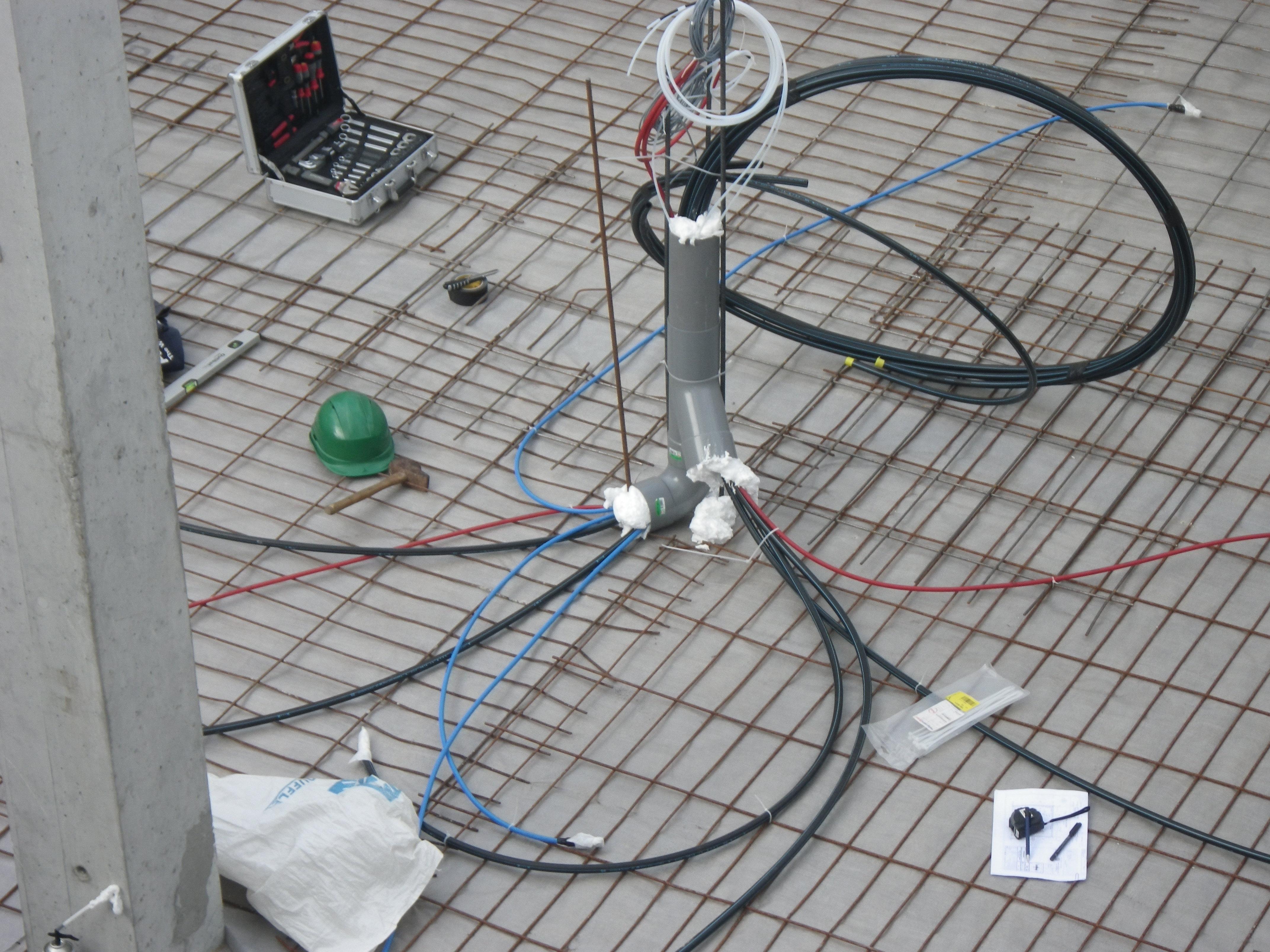 Mise en place de points d'injections de gaz traceur dans le sous-sol de la maison