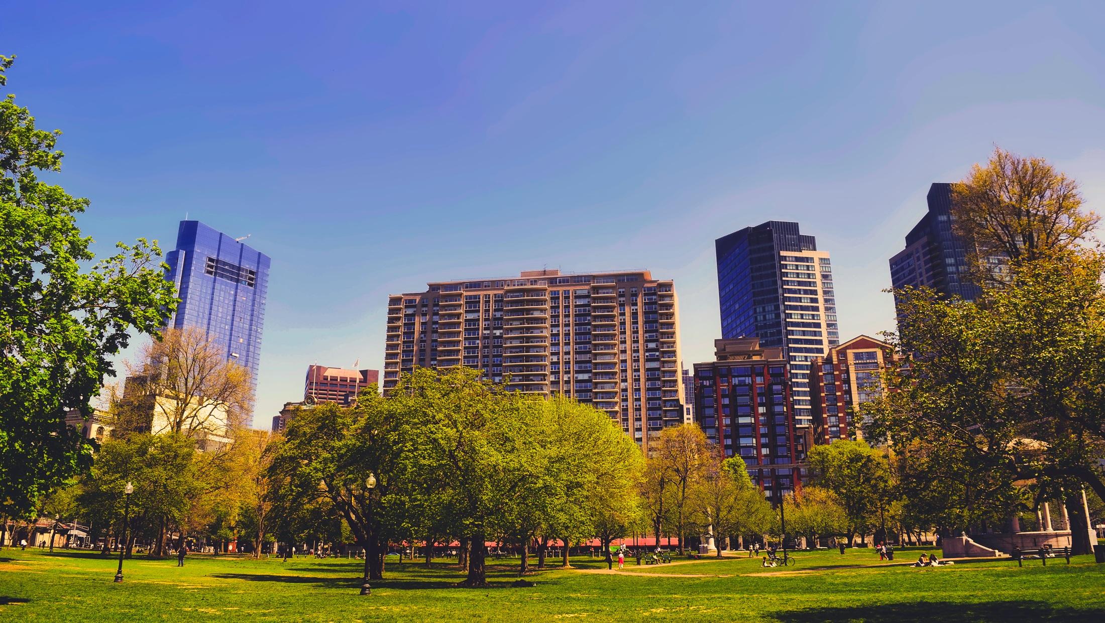 ville-durable-avec-immeubles-parc-et-verdure